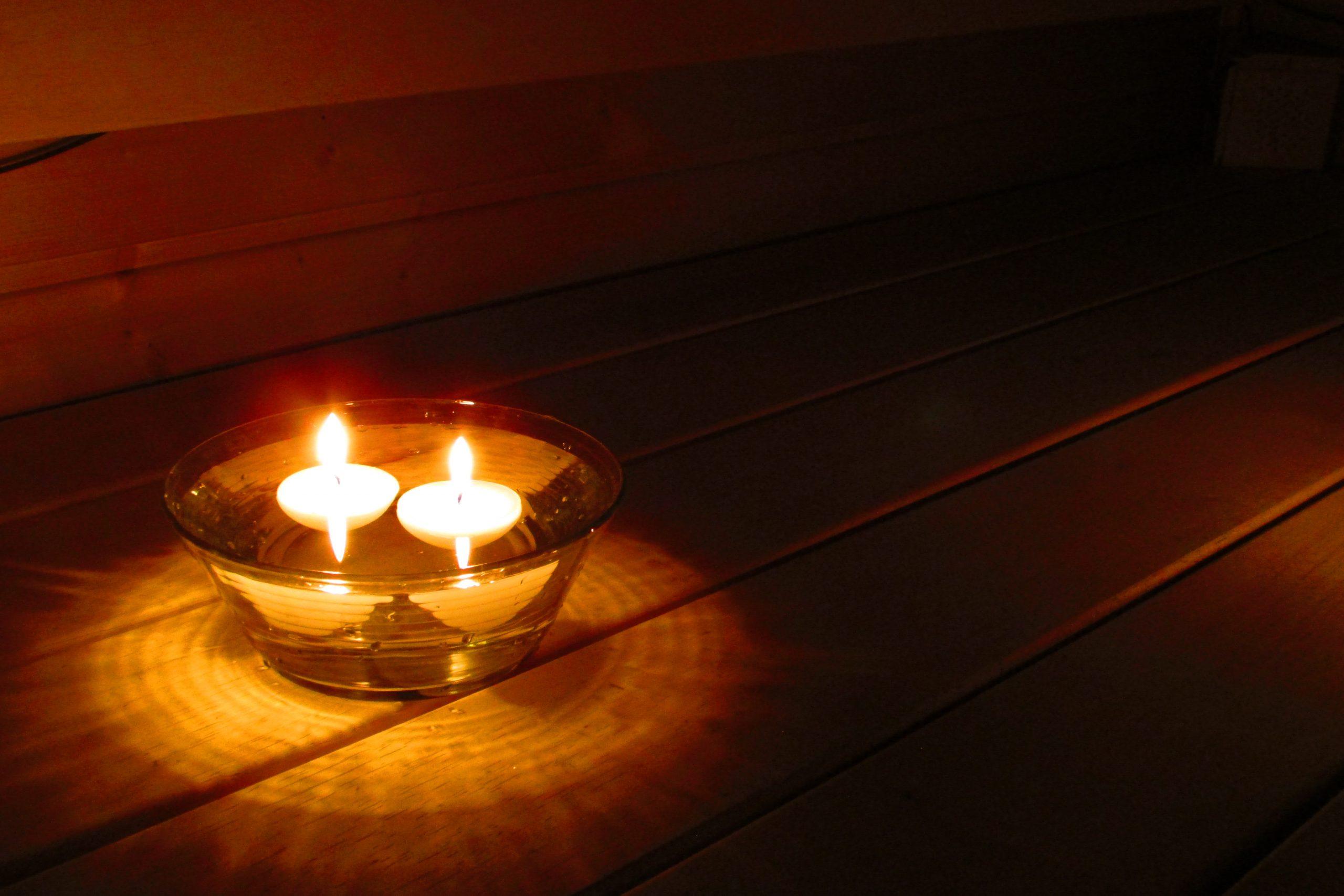 3 Kynttilätalon saunakynttilä kestä lauteella löyöyt ja höyryt
